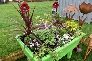 Chatsworth green planter 2